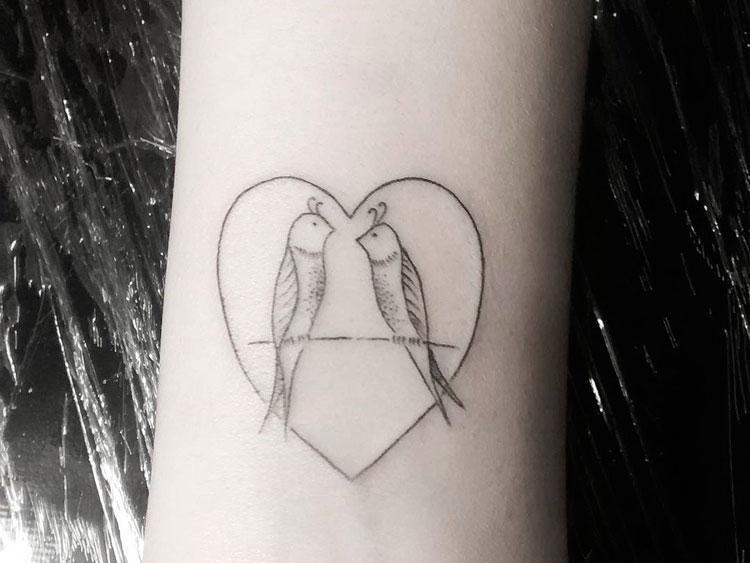 Две птички внутри сердца
