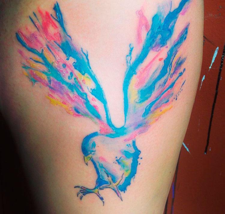 Птица с распахнутыми крыльями в стиле акварель