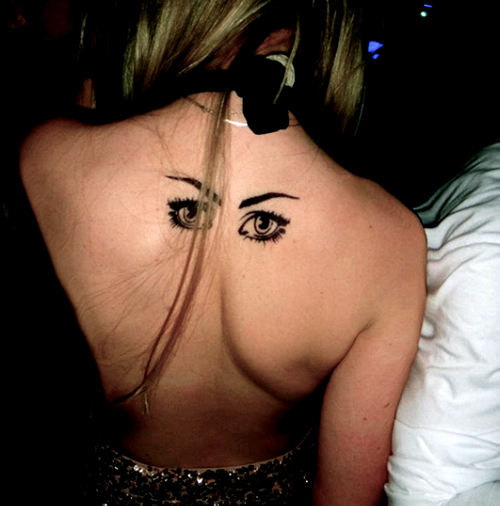 Татуировка глаз на спине