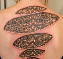 Татуировка в стиле биомеханика
