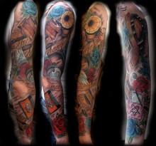 Цветная татуировка во всю руку