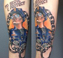 Портрет полицейского и надпись на руке
