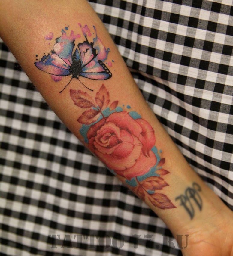 Роза и бабочка в стиле акварель на предплечье
