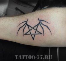 Тату черный символ на руке