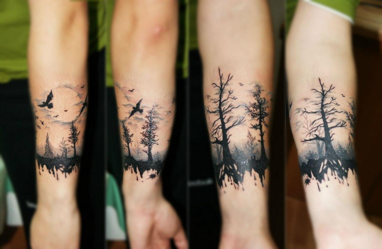 Черная тату вокруг предплечья с деревьями