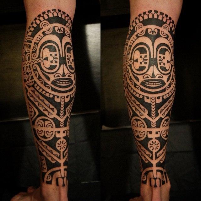 Полинезийская тату на ноге