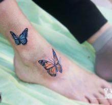 Реалистичные бабочки на ступне и лодыжке