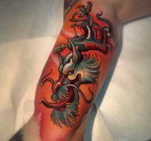 Цветной дракон на бицепсе