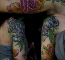 Хризантемы на руке