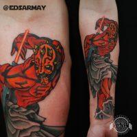 Красный человек с рогами