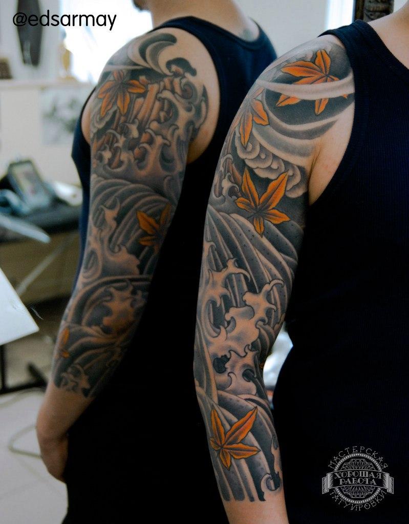 Японская тату с волнами и листьями на руке