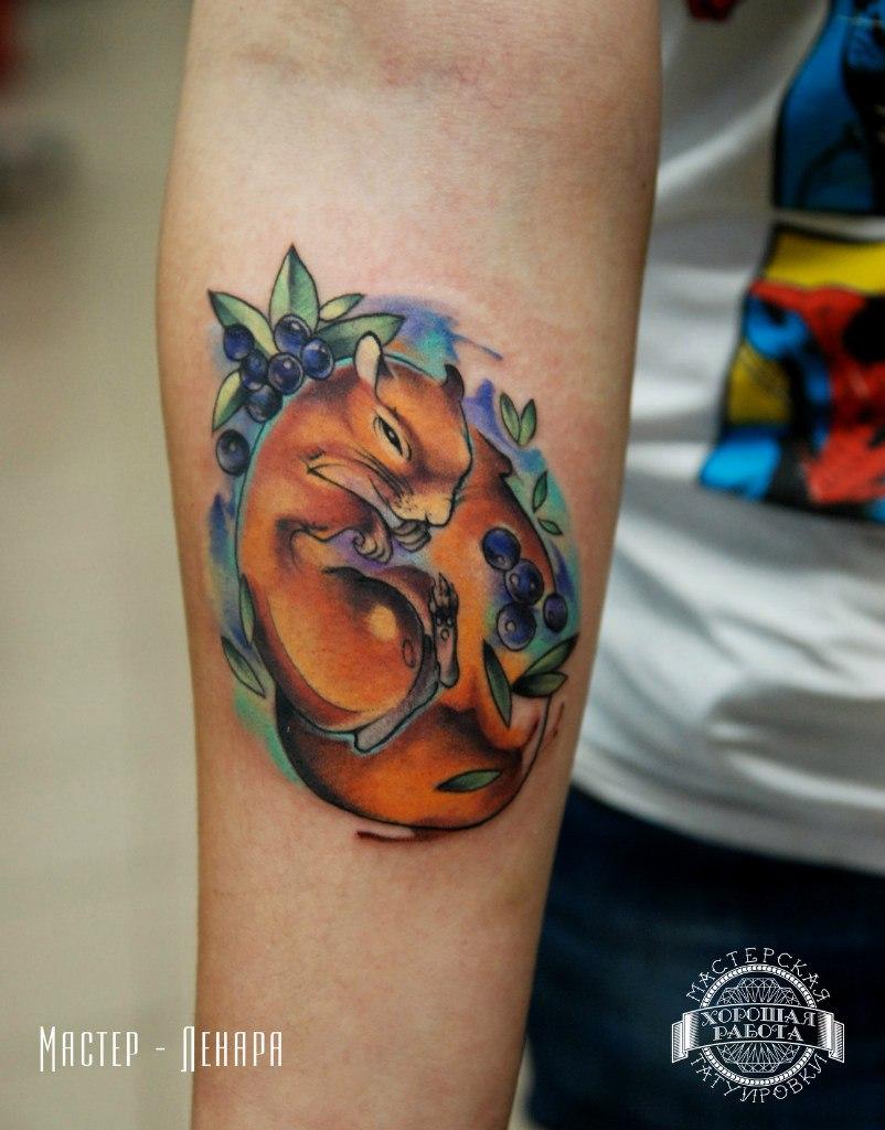 Цветная татуировка в стиле акварель на предплечье
