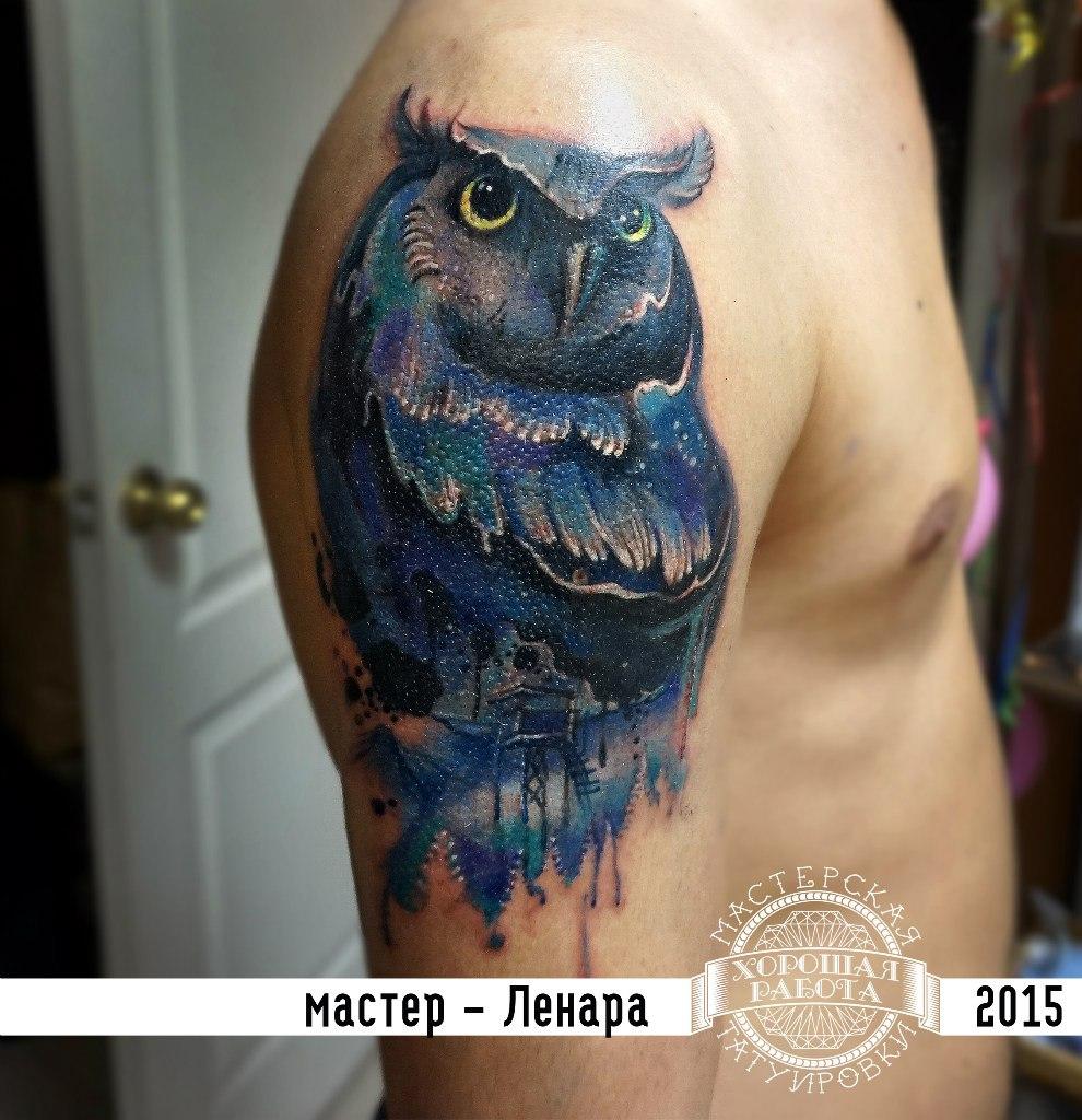 Мужская тату сова на плече