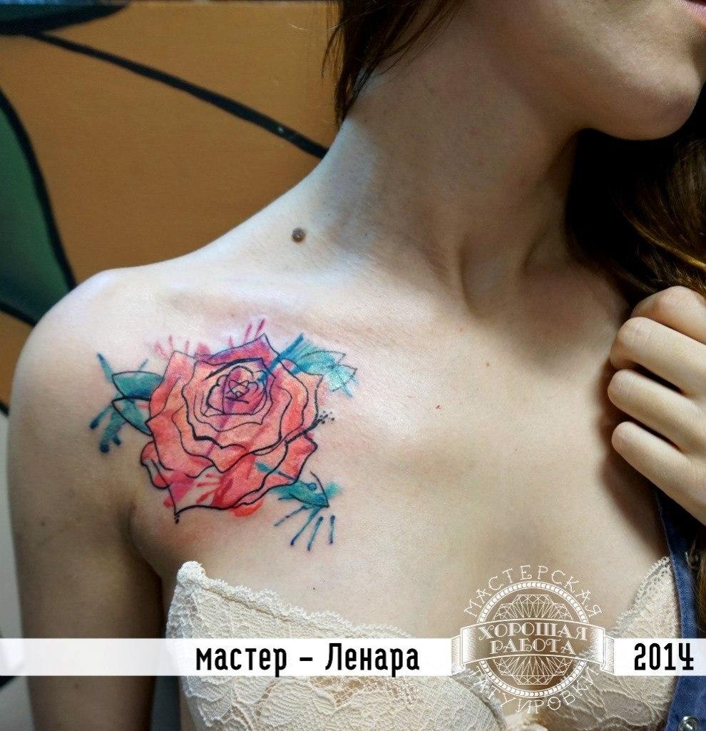 Роза на ключице в стиле акварель