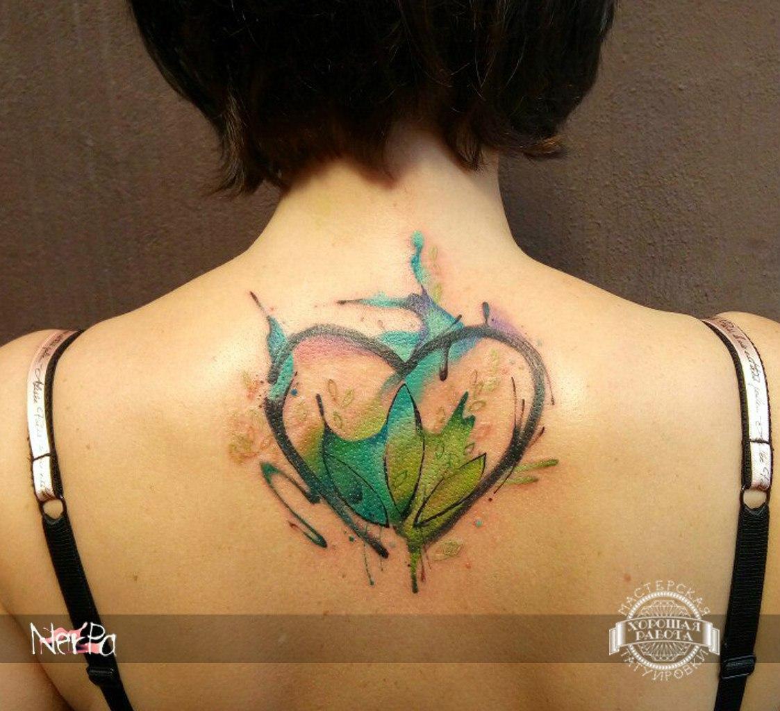 Сердце в стиле акварель на спине