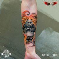 Тату Кунг-фу панда на предплечье