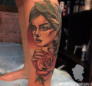 Портрет девушки с розой