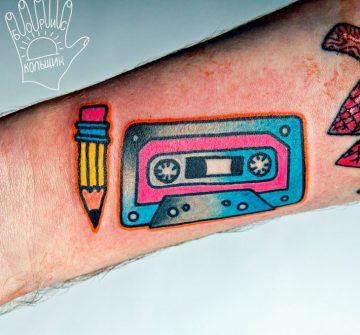 Тату аудиокассета и карандаш