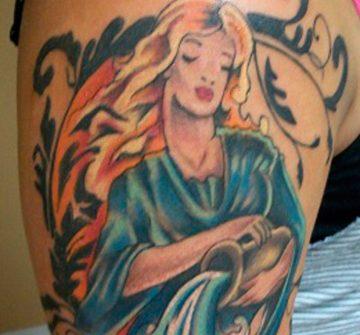 Женщина с кувшином символизирующая Водолея