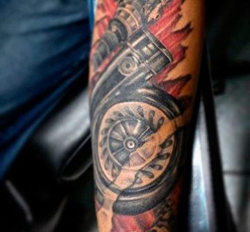 Автомеханическая тату на руке