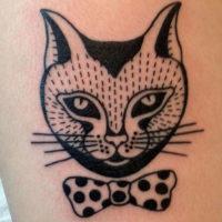 Абстрактный портрет кошки с галстуком-бабочкой