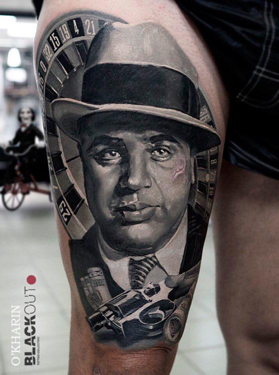 Портрет Аль Капоне на бедре