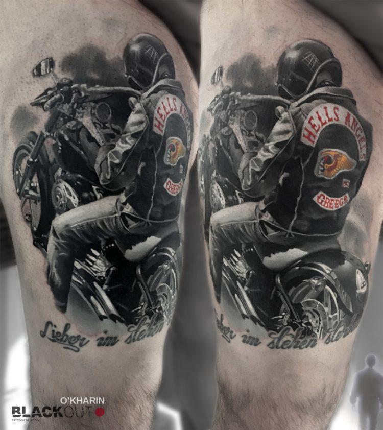 Тату байкер на мотоцикле