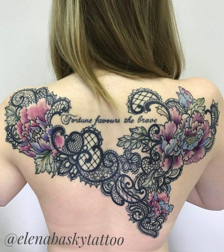 Цветочный узор в форме сердца на спине