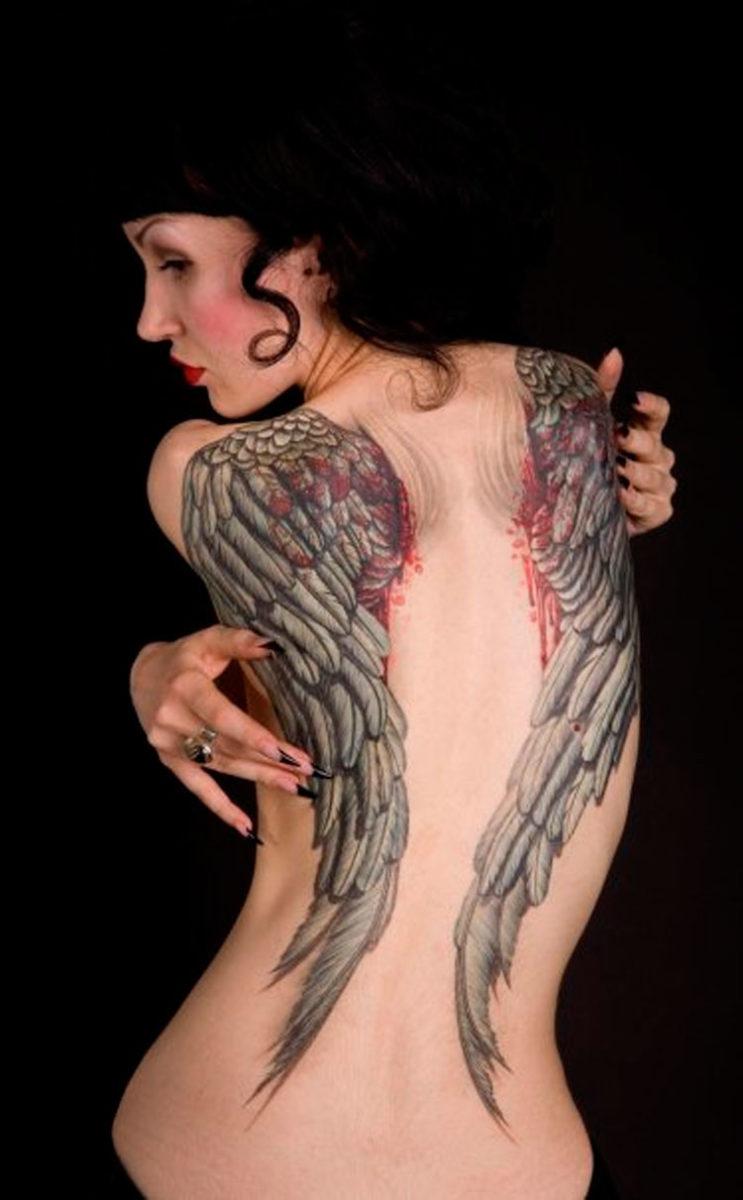 Кровоточащие крылья на спине