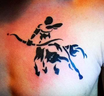 Мужская тату стрельца на груди