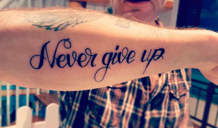 Надпись на английском Never give up