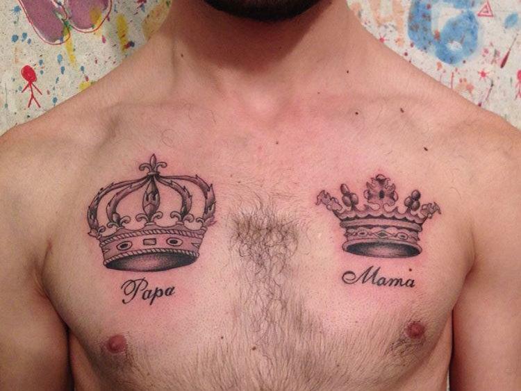 Две короны на груди