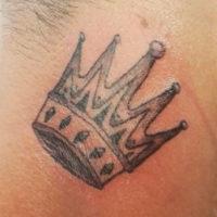 Корона на шее