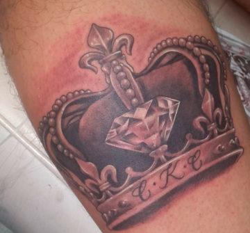 Корона с бриллиантом и инициалами