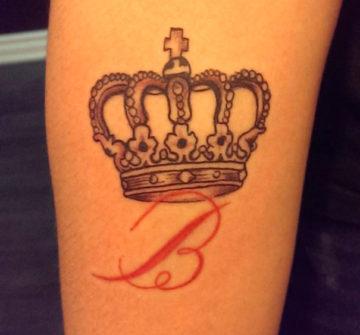 Корона с буквой В