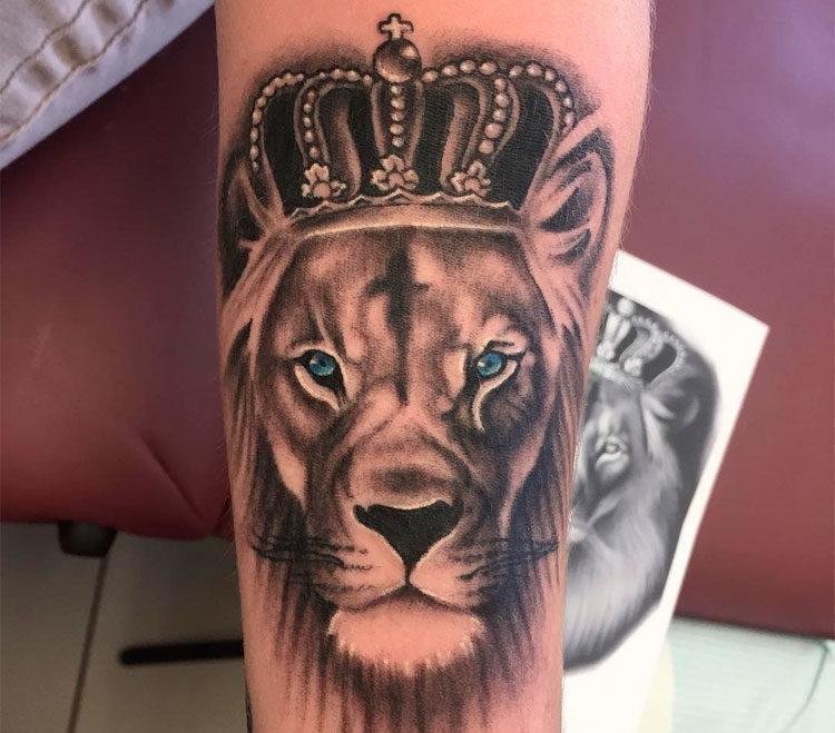 Татуировки льва встречаются у народов африки, южной и восточной азии — обозначают высшую божественную силу, величие, силу огня и солнца.