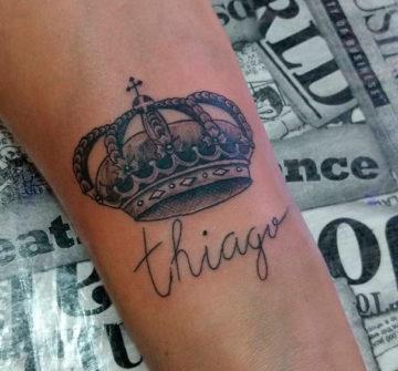 Татуировка корона на предплечье