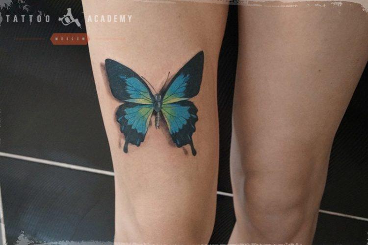 Бабочка на ноге, реализм