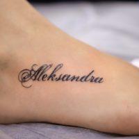Имя Александра на ступне