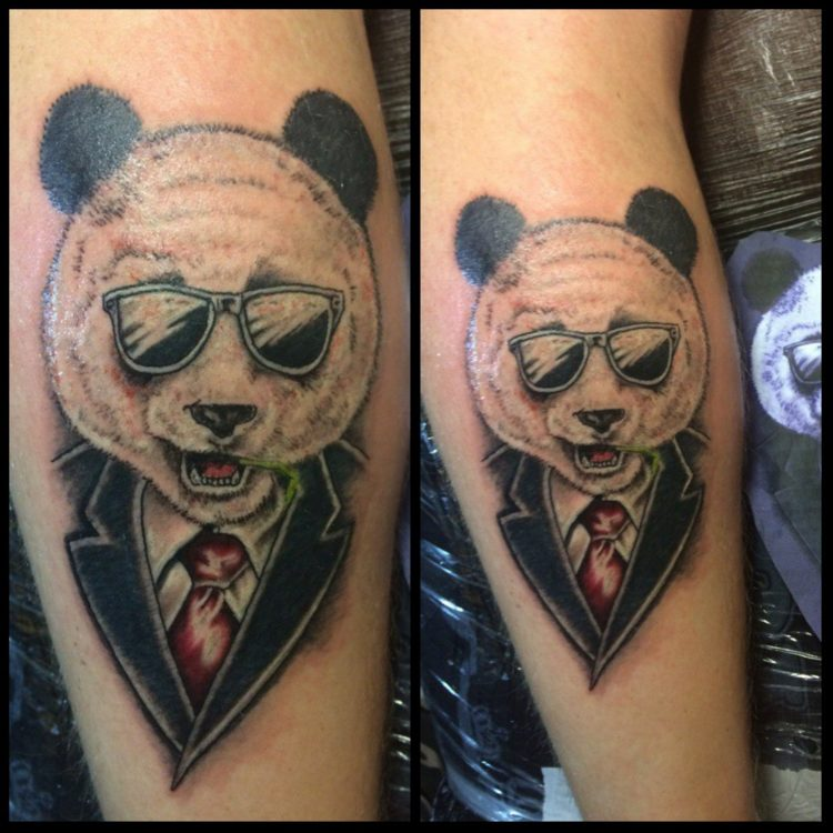 Панда в очках и костюме