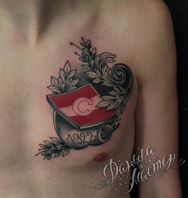 Логотип Спартака на груди
