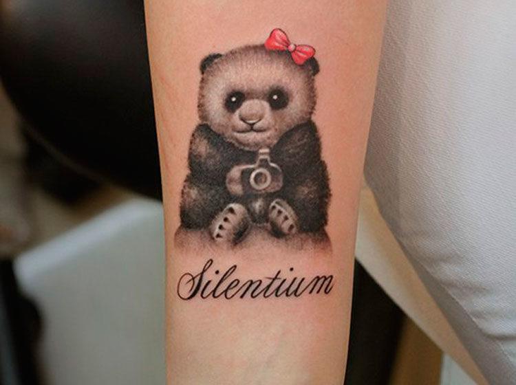 Панда и надпись Silentium