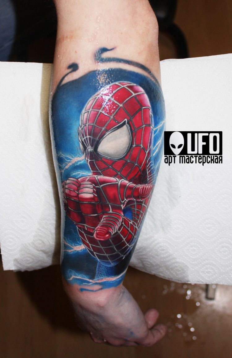 Человек-паук на предплечье