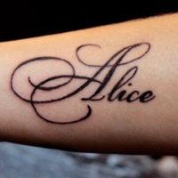Имя Алиса на руке