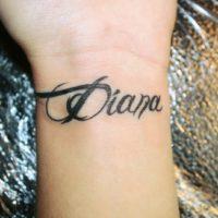 Имя Диана на запястье