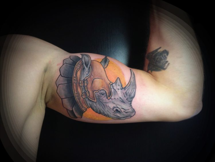 Носорог на бицепсе