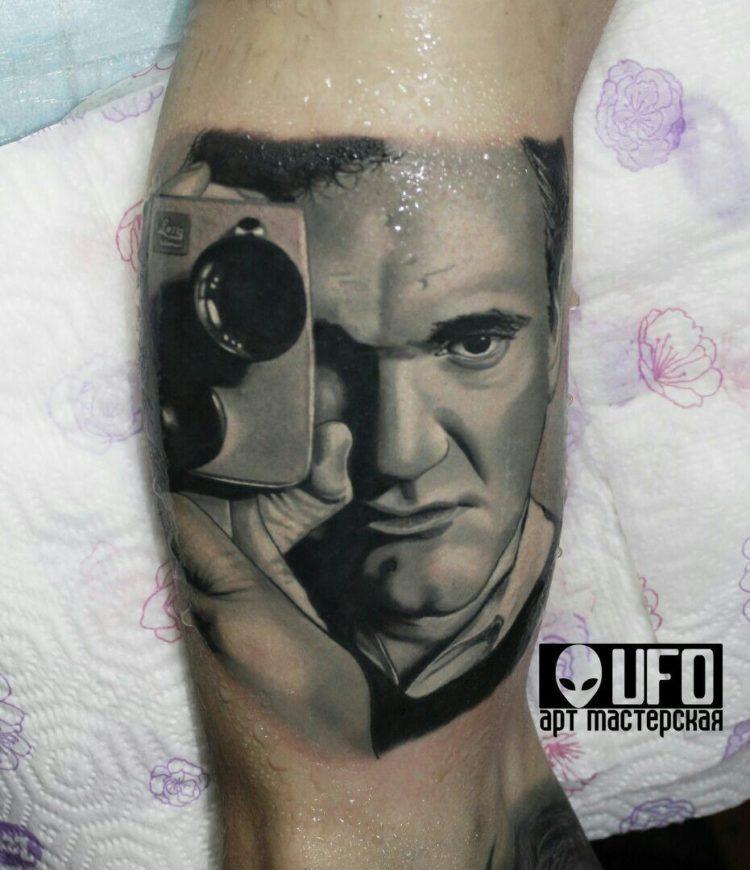 Портрет Тарантино с камерой