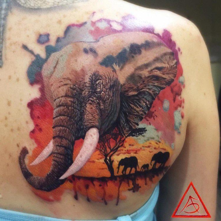 Слон в стиле акварель на спине