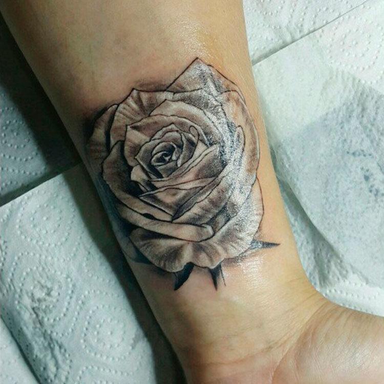 Роза на запястье - перекрытие шрамов