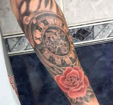Тату роза и часы на руке